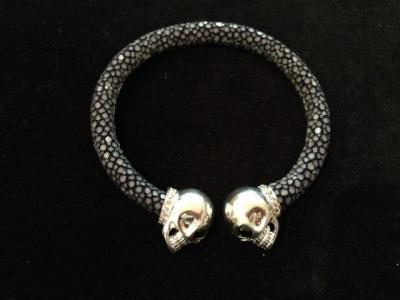 Black/Grey Stingray Skull Bangle
