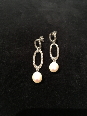 Freshwater Pearl Earrings With Diamond Cut Silver Finish