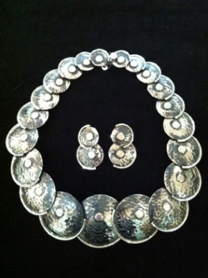 AMAZING Silver Necklace & Earrings Set