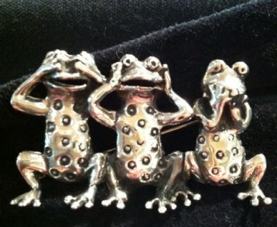 Sterling Silver Three Wise Frogs Brooch