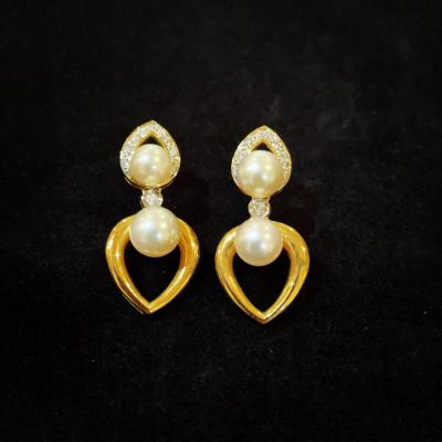 18ct Yellow Gold Diamond & Pearl Earrings